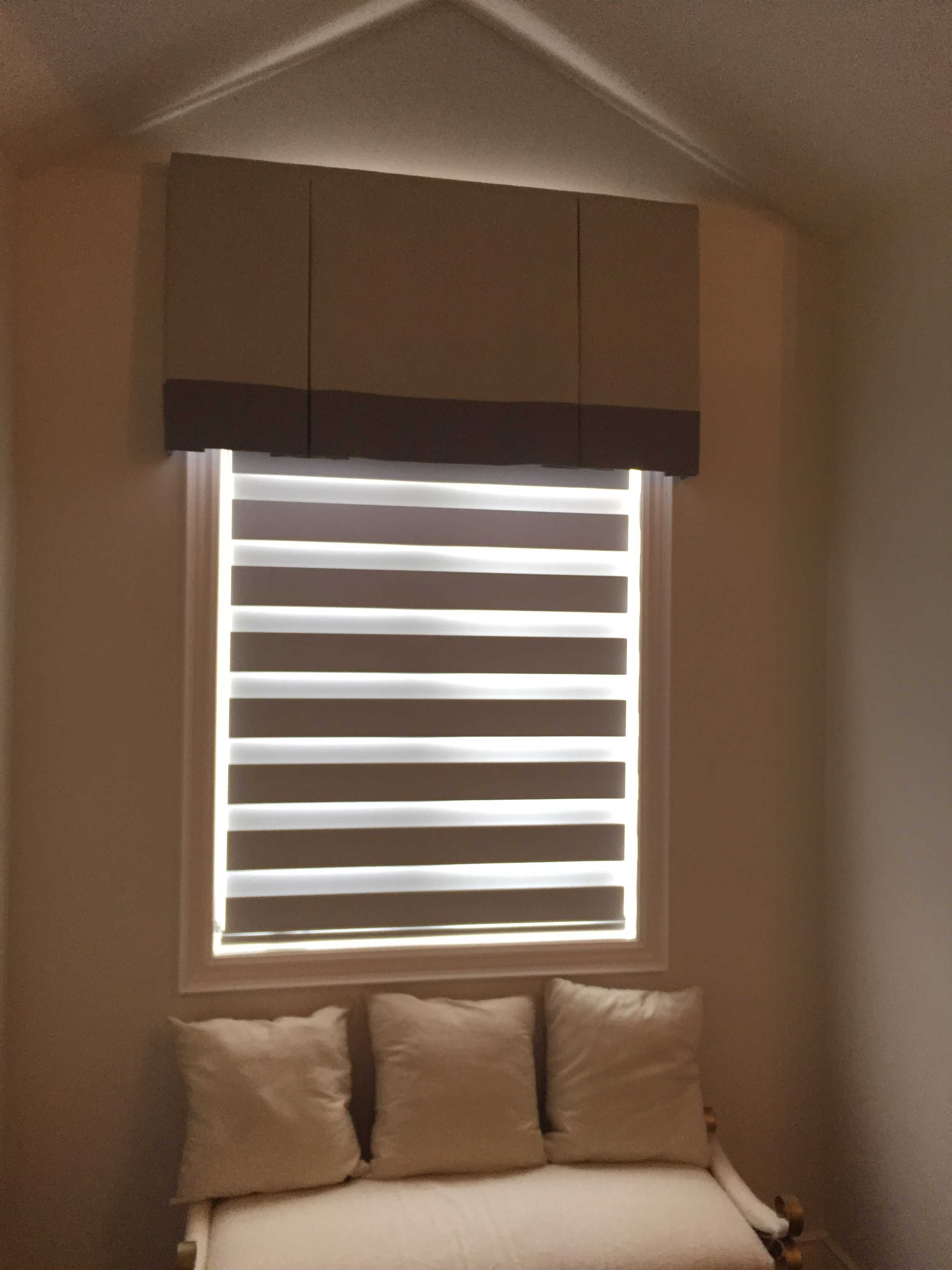 pin blinds pirouette a noche and window d y roman pinterest furnishing